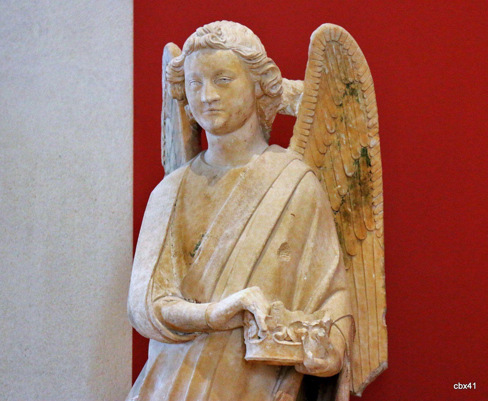 Anges en pierre (calcaire de Vernon)