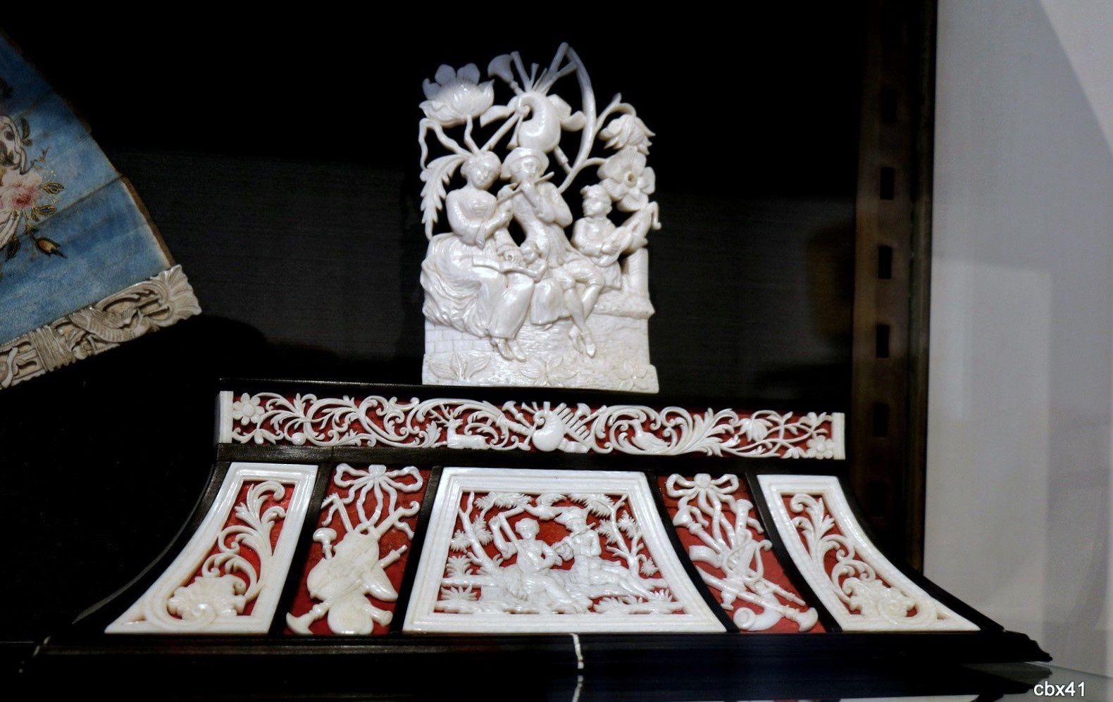 Statuettes de musiciens en ivoire, château-musée de Dieppe