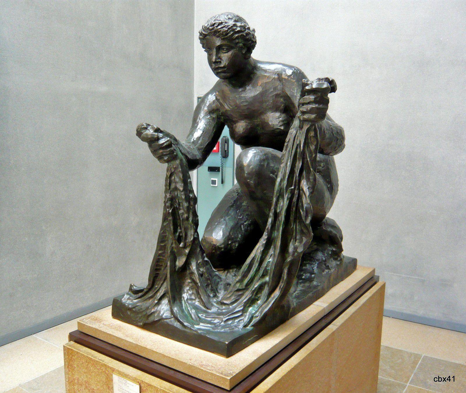 Auguste Renoir et Richard Guino, L'eau ou La grande laveuse accroupie