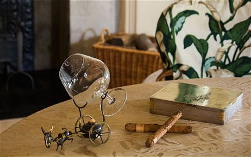 How the brandy glass would be used (Jonathan Primmer/National Trust)
