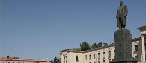 La statue de Staline à Gori a été démontée par les autorités géorgiennes pendant la nuit