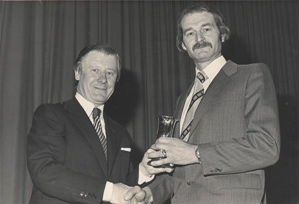 Eric Morley (gauche)