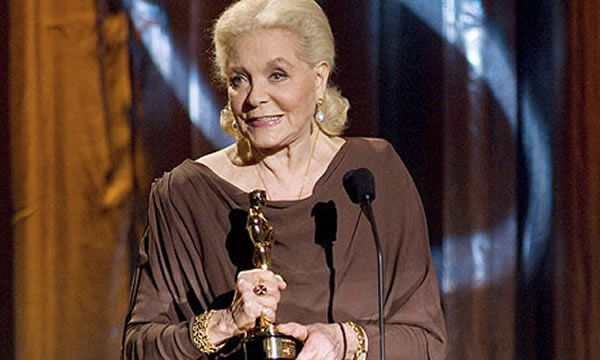 Lauren Bacall with her honorary Oscar