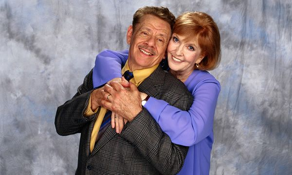 Anne Meara and her husband, Jerry Stiller, in an episode of the US television sitcom The King of Queens.
