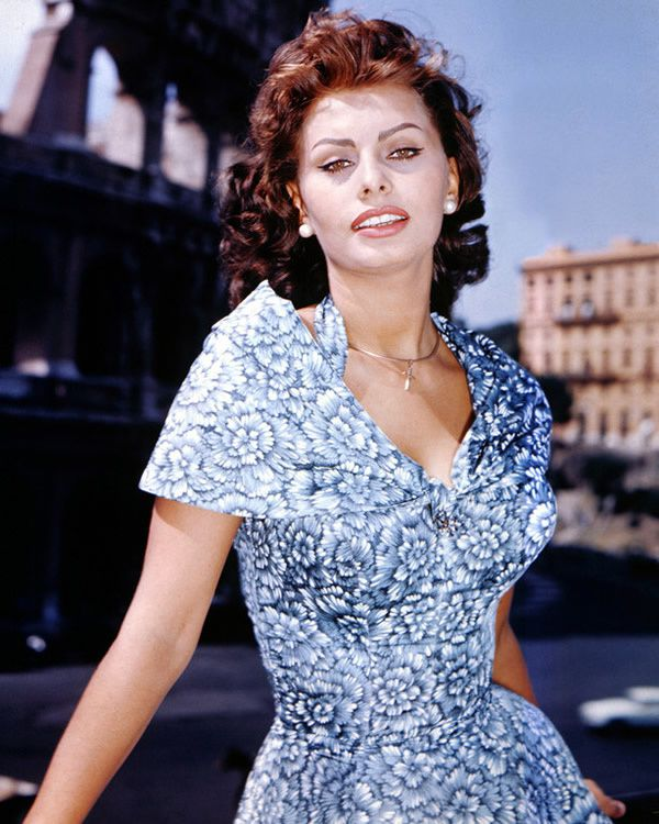 Sophia Loren alors qu'elle commence à vamper le monde entier, en 1960. Elle a 26 ans