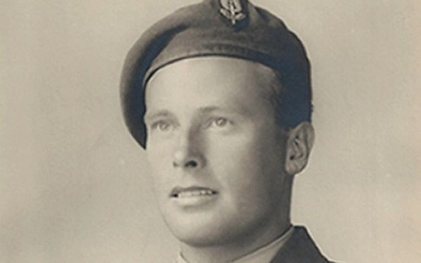 Norman Poole: dodged German patrols to rescue two escaped American PoWs