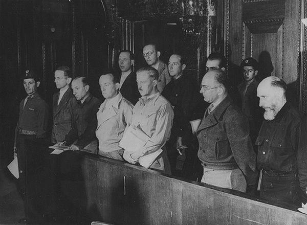 1947-1948, Allemagne, Nuremberg, Les anciens officiers SS dans le box des accusés du procès des Einsatzgruppen