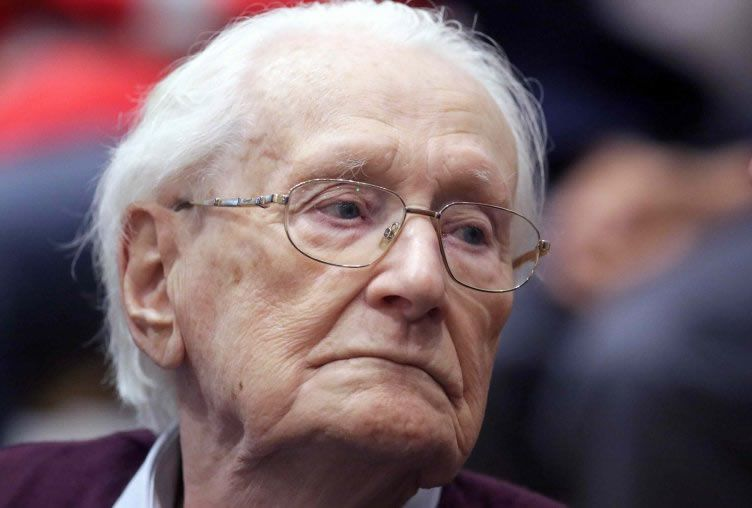 """Oskar Groening, defendant and former Nazi SS officer dubbed the """"bookkeeper of Auschwitz"""", during his trial in Lueneburg, Germany, July 15, 2015"""