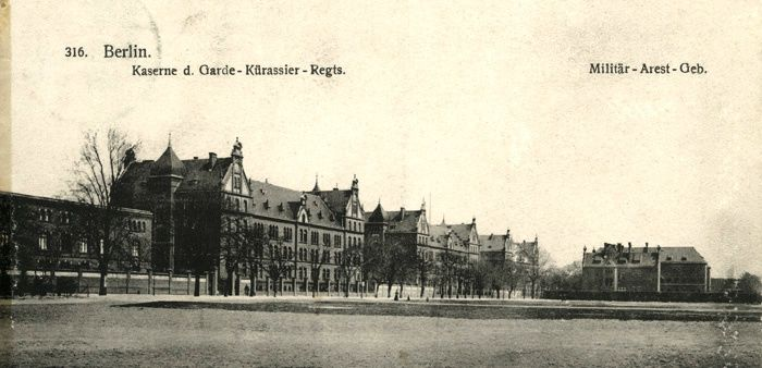 On the right: the 'Columbia-Haus' (Photo between 1900-1918