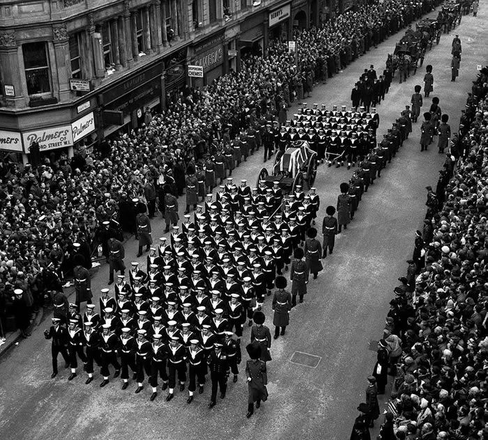 Crowds watch naval ratings pulling the gun carriage bearing the coffin of Sir Winston Churchill to St Paul's Cathedral. Photograph: PA
