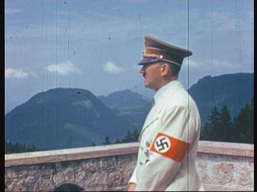 De nouvelles archives politiques et personnelles restituent l'atmosphère sordide des ultimes jours de Hitler et de sa garde rapprochée. / France 5