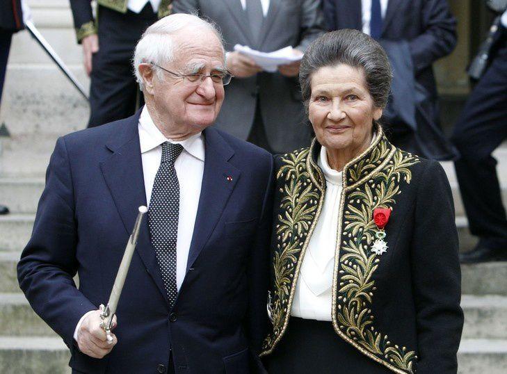 Simone Veil, en compagnie de son mari Antoine, à l'Institut de France le 18 mars 2010, lors de sa cérémonie d'entrée en tant que membre de l'Académie française. / Freançois Guillot/AFP