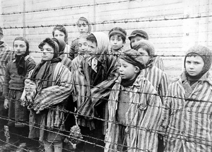 Des enfants à Auschwitz