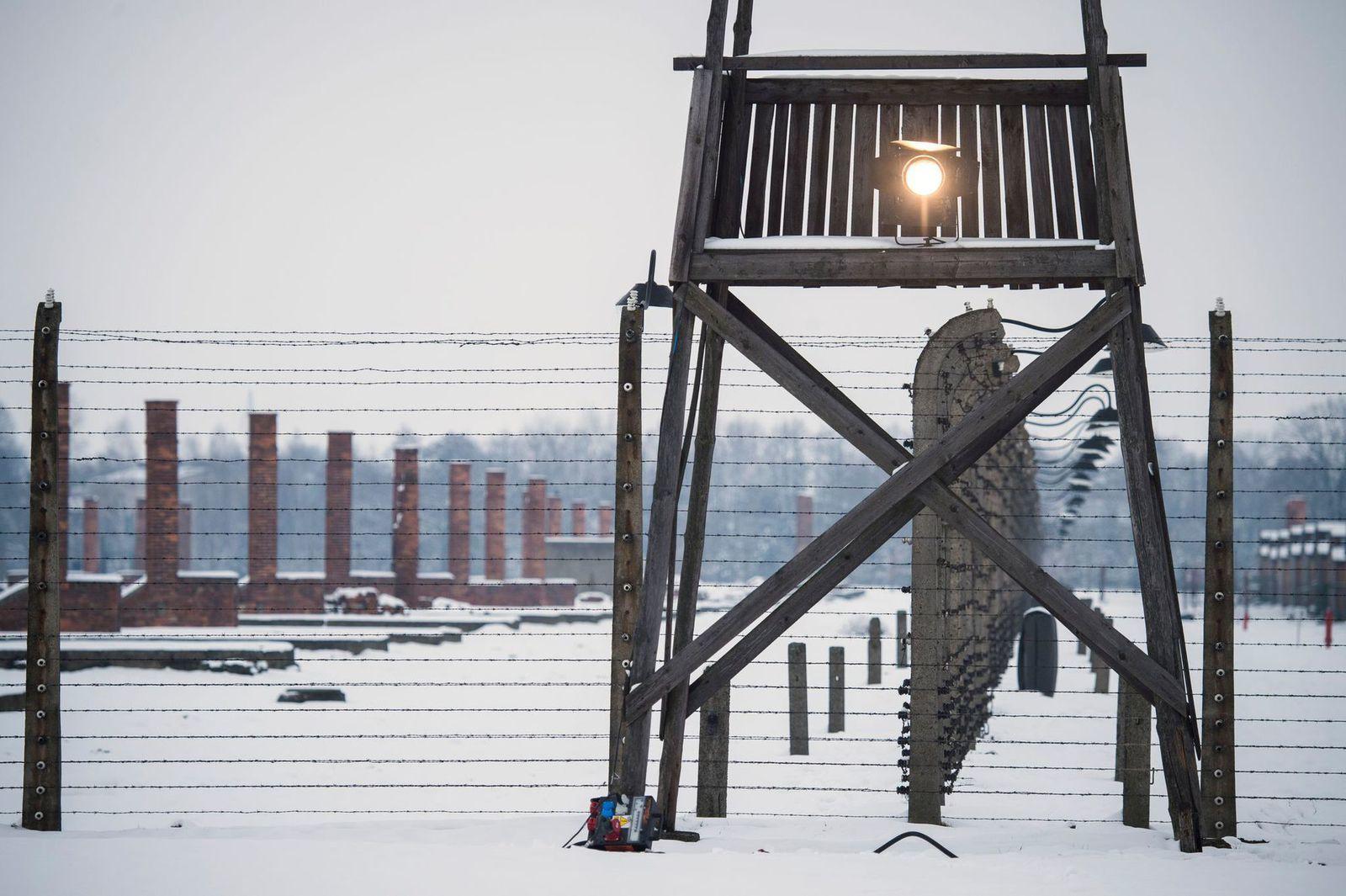 Un mirador du musée national Auschwitz-Birkenau, lieu commémoratif des camps de concentration allemands, en Pologne, le 26 janvier 2015