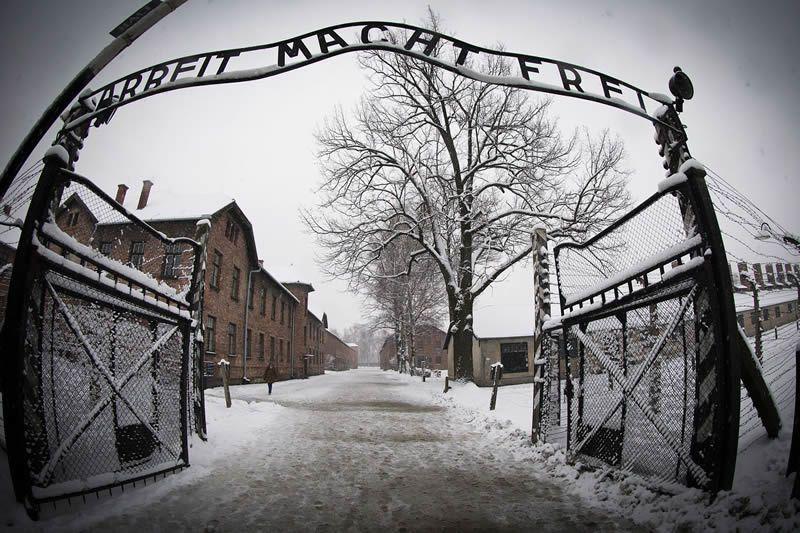 L'entrée du camp de concentration nazi d'Auschwitz-Birkenau, le 25 janvier 2015.  afp.com/Joël Saget