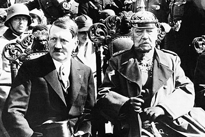 Adolf Hitler et Paul von Hindenburg en 1933