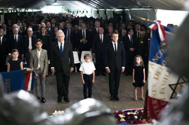 Le président français Emmanuel Macron s'est exprimé dimanche 16 juillet lors de la cérémonie marquant le 75e anniversaire de la rafle du Vel d'Hiv. Kamil Zihnioglu / AP