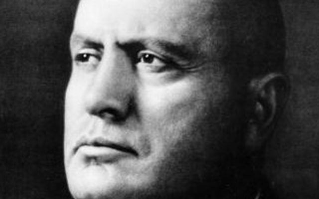 Benito Mussolini (Crédit : Wikimedia Commons)