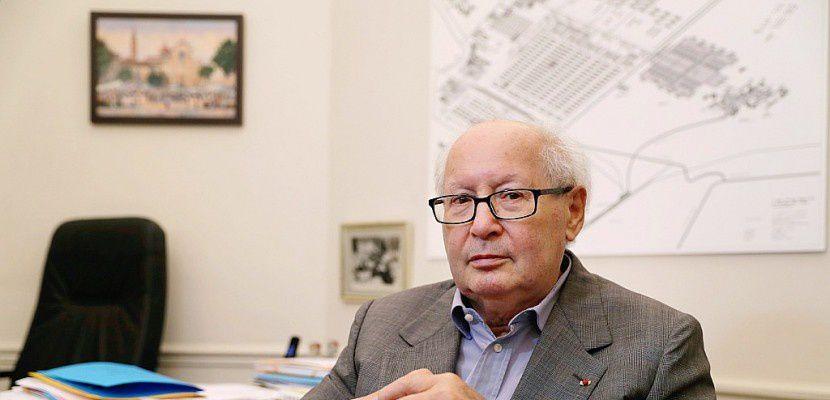 L'historien et avocat français Serge Klarsfeld, dans son bureau, le 10 juillet 2017 à ParisThomas Samson [AFP/Archives]
