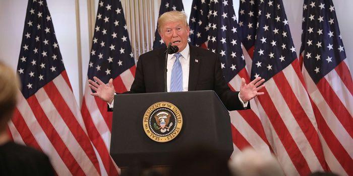 """Donald Trump se fait remarquer lors d'une conférence de presse : """"Allez-y Monsieur Kurde"""""""