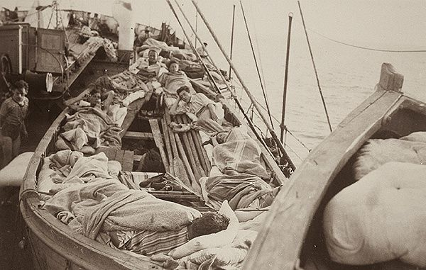 """Jewish Woman Rescued from """"mefkure"""" Tells How Germans Shelled Ship"""