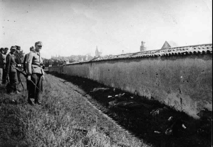 Exécution d'otages par la Milice devant le cimetière de Rillieux-la-Pape, le 29 juin 1944.