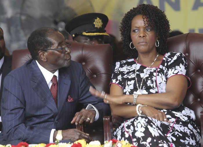Grace Mugabe et son président de mari, Robert Mugabe, le 27 février 2016, lors d'un meeting à Harare (Zimbabwe). AP Photo/Tsvangirayi Mukwazhi