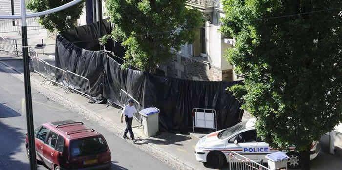 Vue de la maison des Dupont de Ligonnès, le 22 avril 2011 à Nantes, où les corps de la famille ont été découverts. JEAN-SEBASTIEN EVRARD / AFP