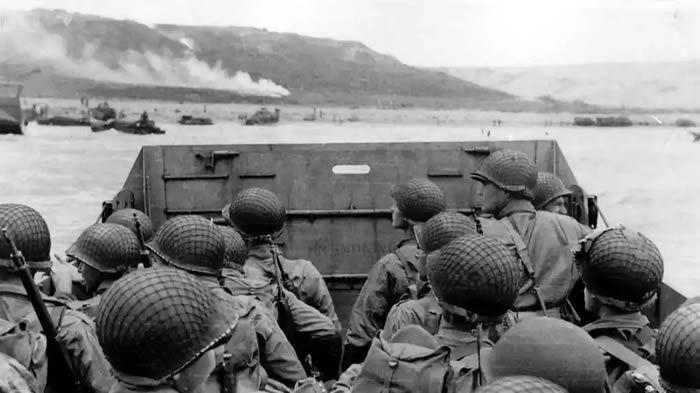 Des soldats américains approchant de la plage d'Omaha Beach, le 6 juin 1944. Photo US Navy