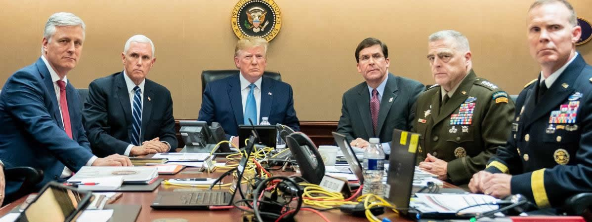 Mike Pence (2e à gauche) et Donald Trump assistent à l'opération des forces spéciales contre Abou Bakr Al-Baghdadi, le 26 octobre 2019, depuis Washington (Etats-Unis). (SHEALAH CRAIGHEAD / CONSOLIDATED NEWS PHOTOS / AFP)