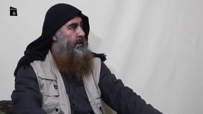 Un homme présenté comme le chef du groupe Etat islamique (EI) Abou Bakr Al-Baghdadi dans une image capturée d'une vidéo de propagande diffusée lundi par l'EI. Date et lieu du tournage inconnus  afp.com/-