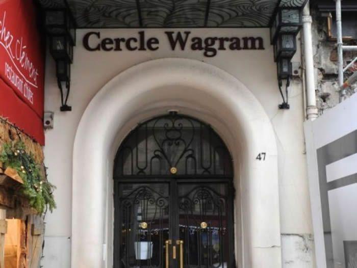 L'entrée du Cercle Wagram, près des Champs-Elysées, à Paris. MIGUEL MEDINA/AFP