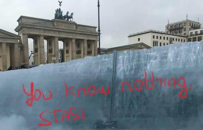 Le mur de Game of Thrones pour séparer Berlin-Ouest et Berlin-Est? Oui, notre imagination nous porte loin. — Montage 20 minutes
