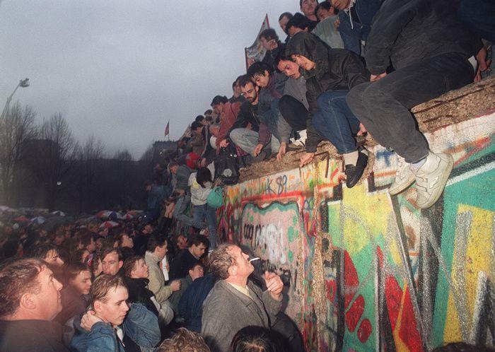 30 ans de la chute du Mur de Berlin: le récit des 24 heures qui ont amené la RDA à signer son arrêt de mort