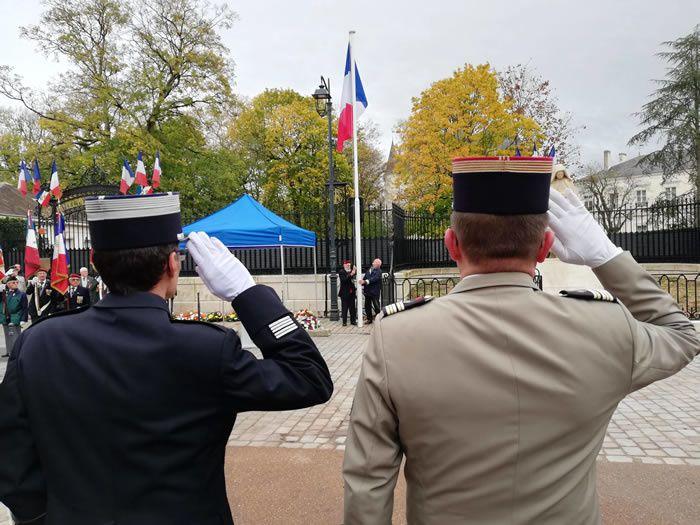 A Châteauroux, soldats, élus, anciens combattants et enfants des écoles se sont retrouvés en milieu de matinée pour une cérémonie émouvante. (Photo NR)
