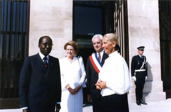 Colette Senghor à côté de son époux Léopold Sédar Senghor et de l'ancien maire de Caen, Jean-Marie Girault, et sa femme, Brigitte Girault. | ARCHIVES VILLE DE CAEN