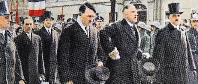 Adolf Hitler (avec son haut-de-forme à la main) et le vice-chancelier von Papen à Berlin, en 1933 World History Archive / World History Archive/ABACAWorld