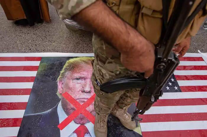 Un membre des factions pro-Iran du Hachd Al-Chaabi irakien, à Bassora, le 4 janvier. HUSSEIN FALEH / AFP