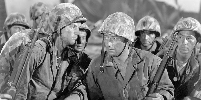 John Wayne joue les durs à cuire dans Iwo Jima