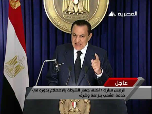 Hosni Moubarak s'adresse à la nation sur la télévision d'État égyptienne, le 1er février 2011, et promet de ne pas se représenter à la présidence. Capture d'écran Egyptian State TV, Reuters