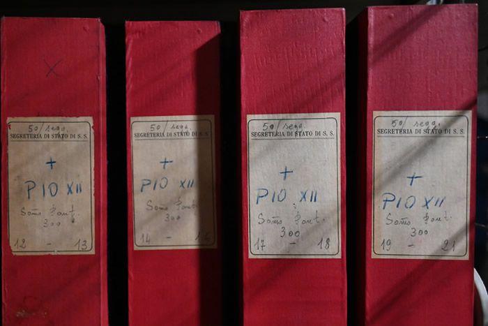 Des cartons d'archives du pontificat de Pie XII au Vatican le 27 février 2020 / AFP