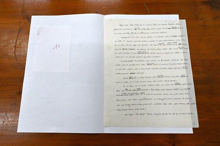 Le brouillon d'un discours de Pie XII en 1948, photographié au Vatican le 27 février 2020 / AFP