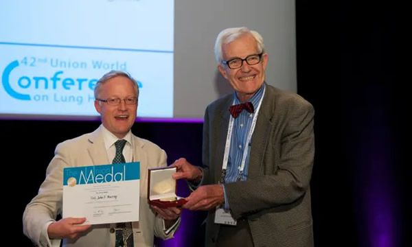 John F Murray, right, receiving the Union medal at the Union World Conference on Lung Health in Paris, 2011. Photograph: Jens Jeske/The Union