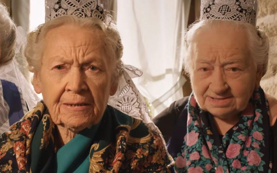 Marie-Louise Lopéré, à gauche, à côté d'Alexia Caoudal, était une des stars de la célèbre publicité du couscous Tipiak. Capture d'écran YouTube/AgenceVpub