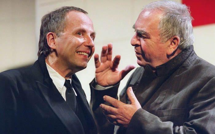 Les comédiens Fabrice Luchini (à gauche) et Claude Evrard répètent une scène de la pièce « Knock » de Jules Romains, le 14 septembre 2002 à l'Athénée Théâtre Louis-Jouvet à Paris, mise en scène par Maurice Bénichou. Photo FREDERICK FLORIN / AFP
