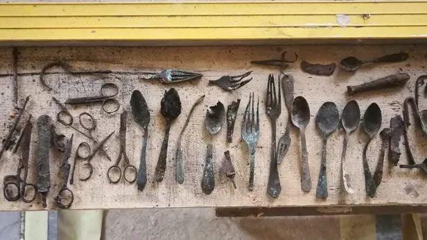 Des pans entiers de la vie dans le camp restent méconnus malgré les objets découverts sur place ces dernières décennies. Nationalfonds/Kaczmarczyk/Marszałek