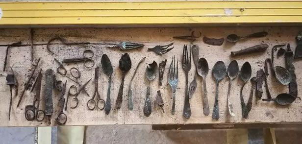Les ustensiles trouvés sont stockés au pôle de conservation du musée d'Auschwitz pour analyse et seront exposés à l'avenir. Nationalfonds/Kaczmarczyk/Marszałek