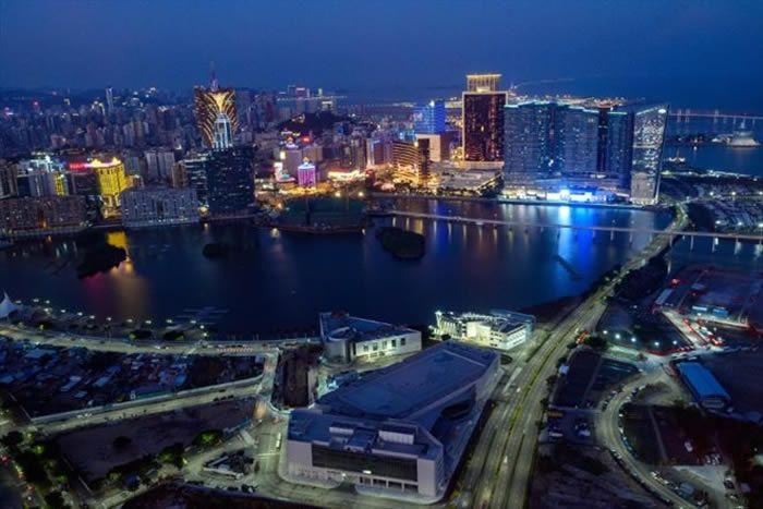 Le roi des casinos de Macao, le milliardaire Stanley Ho, largement considéré comme l'artisan de l'insolent essor de l'ex-colonie portugaise, est décédé mardi à Hong Kong à 98 ans (AFP/Archives/Philip FONG)