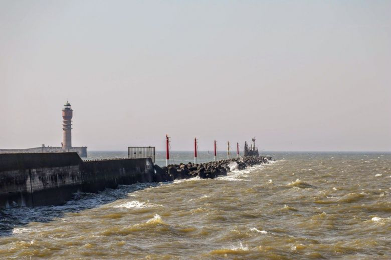 La jetée Est de Dunkerque. L'estacade en bois, qui permit à de nombreux soldats d'embarquer en mai/juin 1940, a aujourd'hui disparu. / FREDERIK GILTAY / FRANCE 3