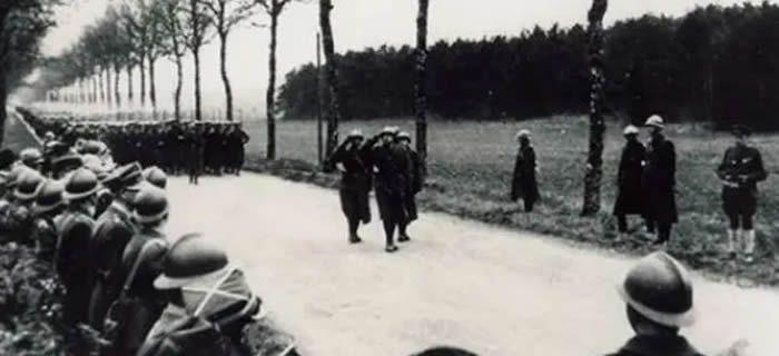 Défilé de Grenadiers Polonais en Mai 1940 à Colombey les Belles - Julien Morawski